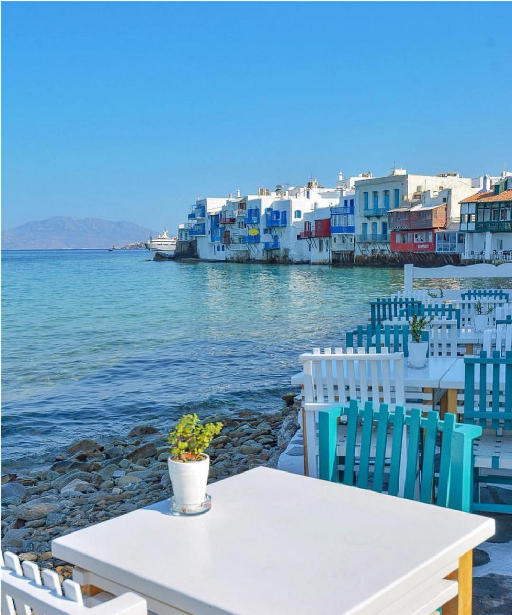 You can enjoy the stunning beauty of Little Venice next to our hotel! 🤩Thank you  for the photo @mummaexplorer.Book your stay at #Mykonos Theoxenia at: http://mykonostheoxenia.com   #Greece #travel #luxutytravel #luxury #boutiquehotel #Greekislands #luxuryhotel