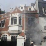 Image for the Tweet beginning: Ahora Voraz incendio en una