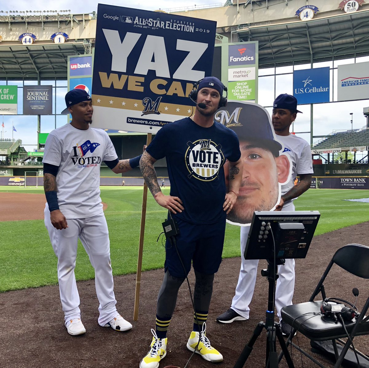 Coming up today on @IntentionalTalk, All-Star Starters Election candidate @YazmanianDVL08 joins @Dempster46 and @HeidiWatney. Show airs at 4:40pm CT on @MLBNetwork. Tune in! ⚾️📺 #VoteBrewers #YazWeCan