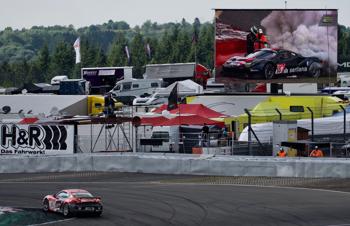#24hnbr #Nürburgring sind der Hammer 👍🏎🏎👍 Danke an alle die das möglich machen 🙏❤️❤️🙏 Der brennende #Ferrari war heftig 🏎🏎 unglaublich starke Nerven beim Fahrer 😎😎 zieht ihn als erstes weg damit der nicht auf die #Rennstrecke rollt 👏👍👍👏