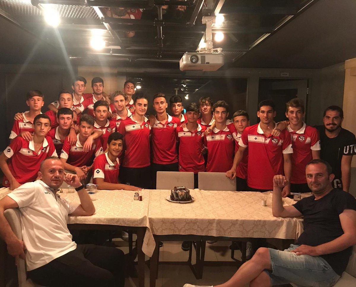 Türkiye Şampiyonası 2.turu için Ordu'da bulunan U-16 takımımızın sevilen isimlerinden Arda Yıldırım'ın 16.yaş gününü kutladık. İyi ki doğdun Arda... İyi ki varsın ve bizimlesin... #samsunkadıköyspor #ardayıldırım #doğumgünü #happybirthday