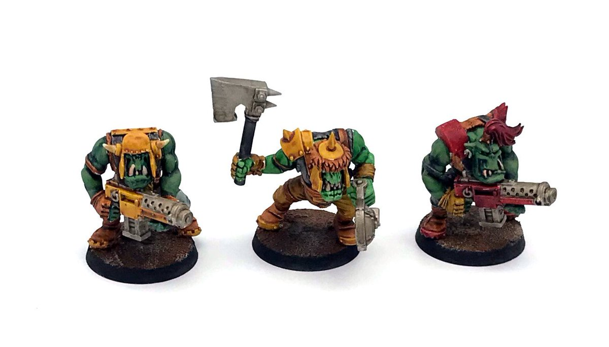 #contrastpaint #warhammer40000 #gamesworkshop #wargaming Hopping on the bandwagon with some contrast paint models test. Besides the metals I used contrast paint for the bodies. Then on the left and right I layered Warboss Green and Straken Green over DA green. Mid is Ork Flesh.