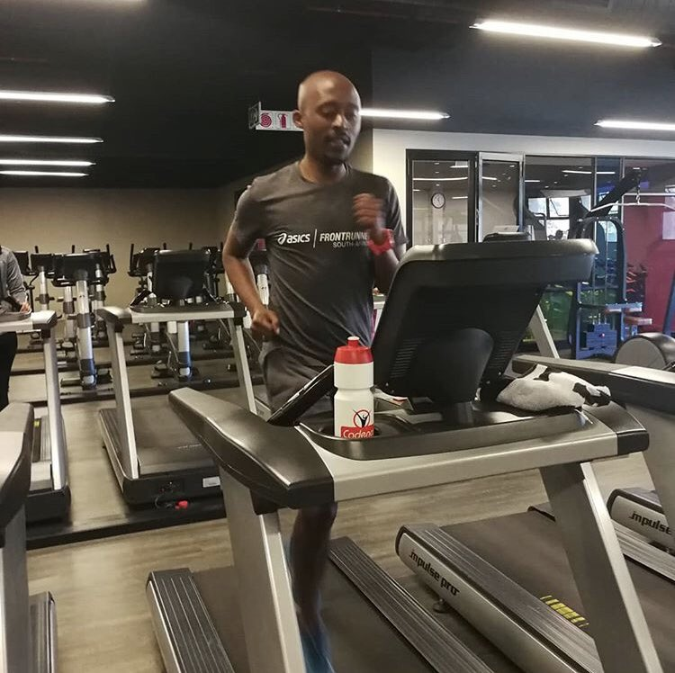 @edwinsesipi knocking back the winter miles and making sure he doesn't skip a session. • • • #asics #asicsfrontrunner #asicsfrontrunner2019 #treadmill #treadmillworkout #treadmillwork #cadencenutrition #fuelledbycadence<br>http://pic.twitter.com/yCWjhrPDWc