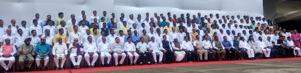 Photo Session during the Session ! One with all the MLAs from Legislative Assembly  And   the other with our NariShakti representing the legislature !  At Vidhan Bhavan, Mumbai this afternoon