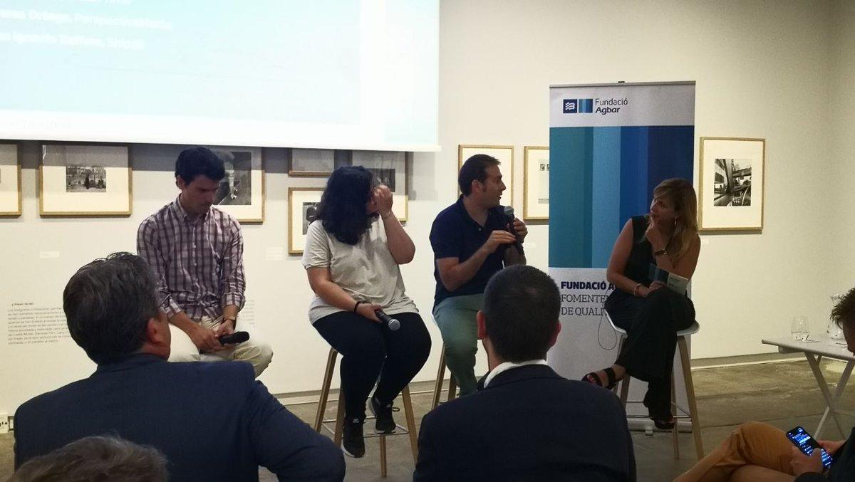 Vanesa Ortega de @PerspctivaMente, Juan Ignacio Zaffora de @Ship2B i Mario Cuixart d'@urbantime_ ens comparteixen la seva experiència i ens mostren la importància del paper de l'emprenedoria social per lluitar contra la pobresa.  #EMPRÈNSOCIAL