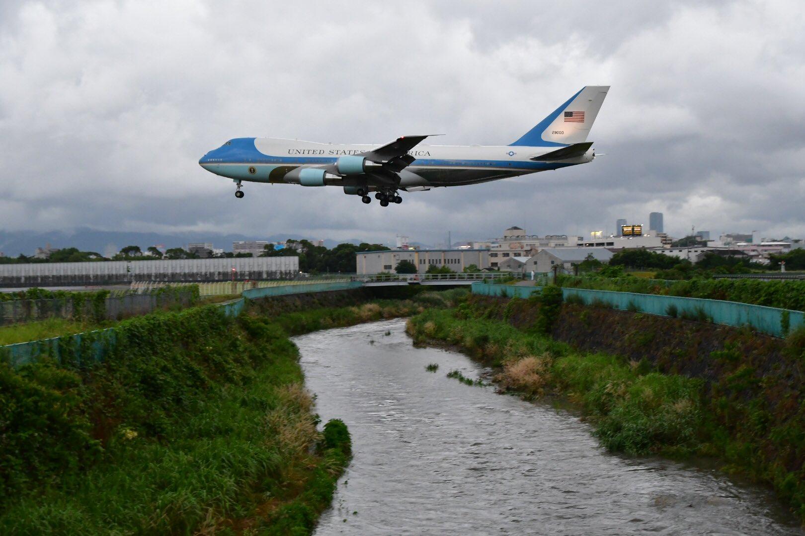 画像,TL眺めてるだけで阪神高速に何も走ってないのがわかったりhttps://t.co/UnmsGdfEUXエアフォース・ワンが伊丹空港に着陸したのがリアルタイムでわ…