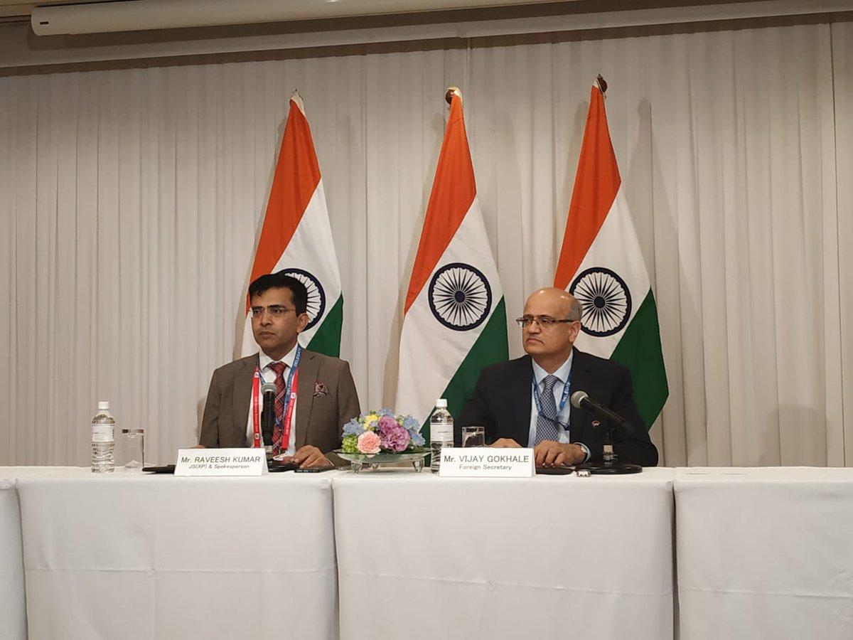 प्रधानमंत्री @narendramodi और जापान के प्रधानमंत्री @AbeShinzo ने ग्लोबल इकानॉमी, आर्थिक अपराधी, क्लाइमेट चेंज जैसे मुद्दों पर की बातचीत: विदेश सचिव, विजय गोखले Live: https://youtu.be/suqPmschmoY  #G20OsakaSummit