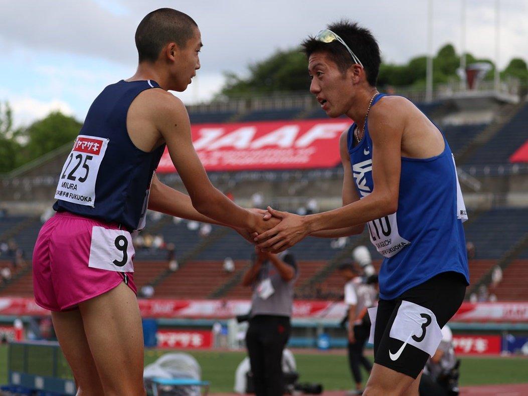 #陸上 #日本選手権 男子 #3000mSC 予選1組 3着 #阪口竜平(#東海大) 8分35秒85(自己ベスト) 5着 #三浦龍司(#洛南高) 8分39秒37(高校新記録) レース後、同じ洛南の先輩である阪口から声をかけ、がっちり握手。2人はまた、29日16時5分からの決勝で戦います。 #ナンバーワンしかいらない