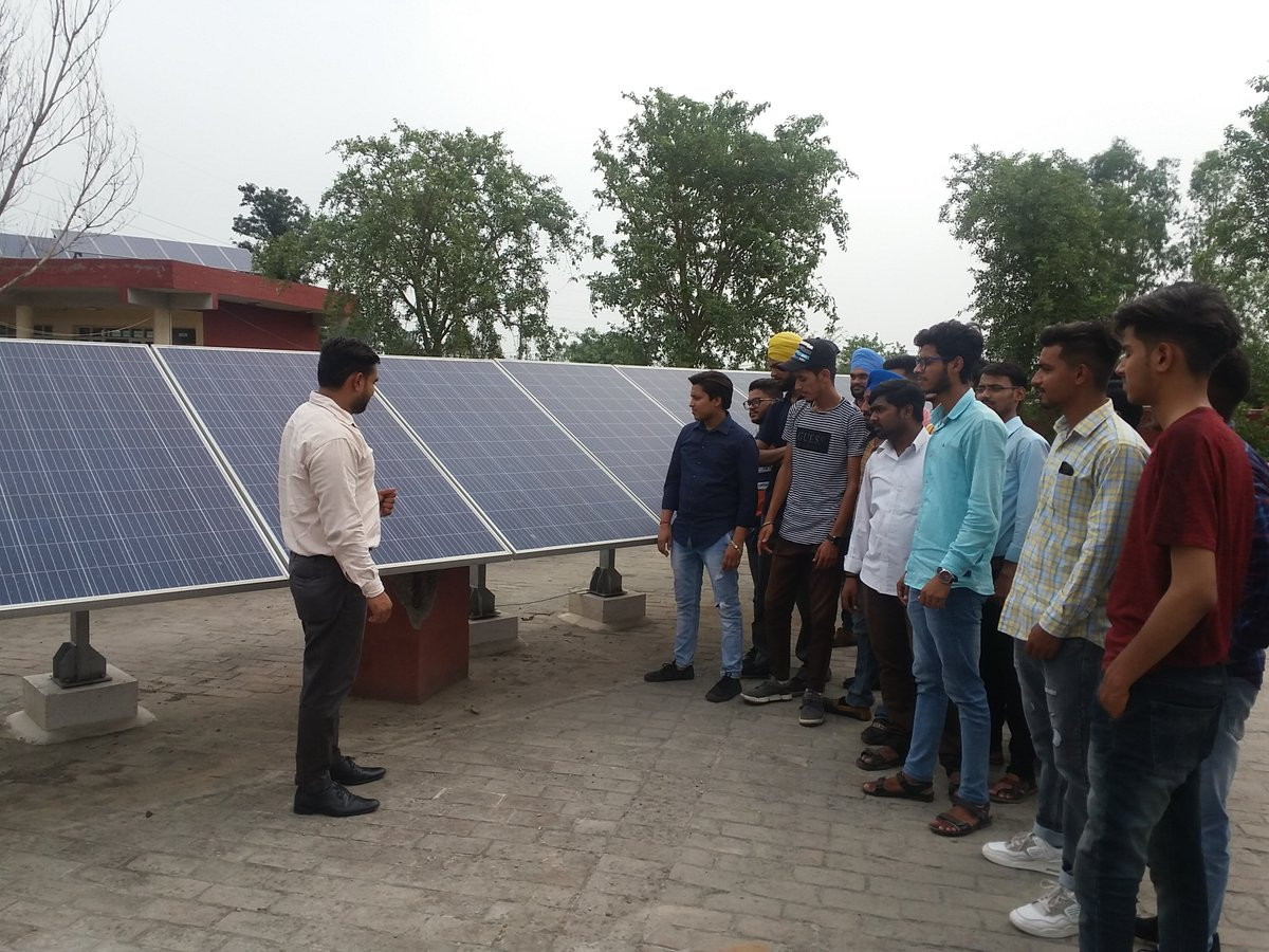 """#MYMSME Promotion of Solar Energy in the office complex on 23.06.2019 during """"Swachhta Pakhwada 2019"""" at CIHT Jalandhar https://t.co/SQb8NYsovG"""