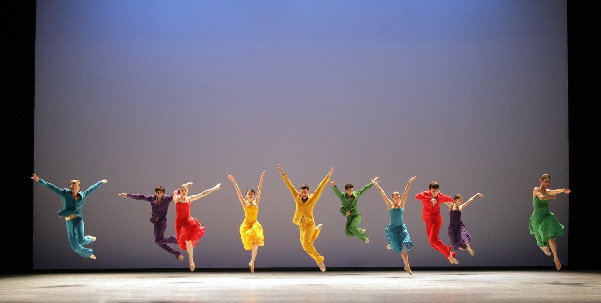 toitoitweet > dansers END OF SEASON > straal op het podium vanavond @MusisenSTArnhem > introdans.nl/endofseason