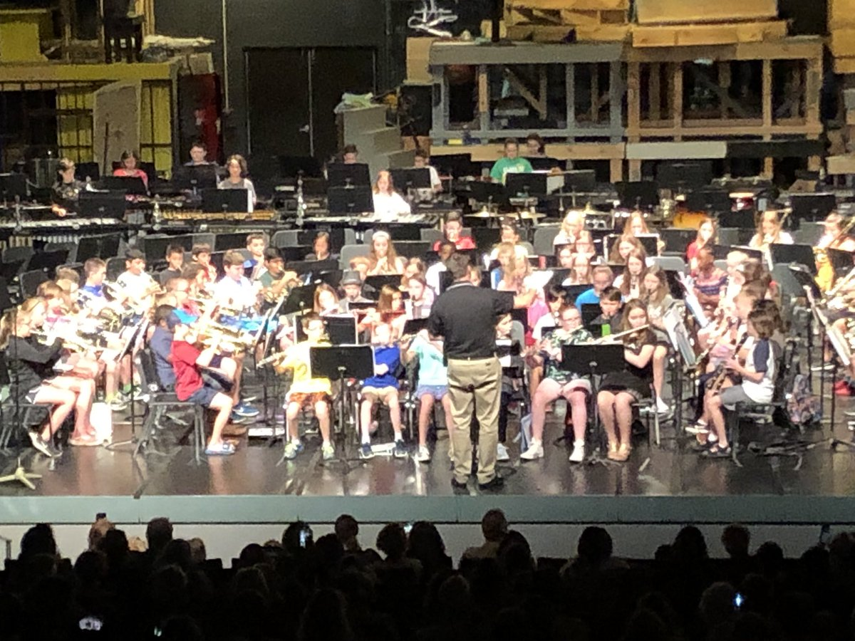 Summer Band Concert... with #MrArana sporting Mickey Mouse hands @SperrengFlyers
