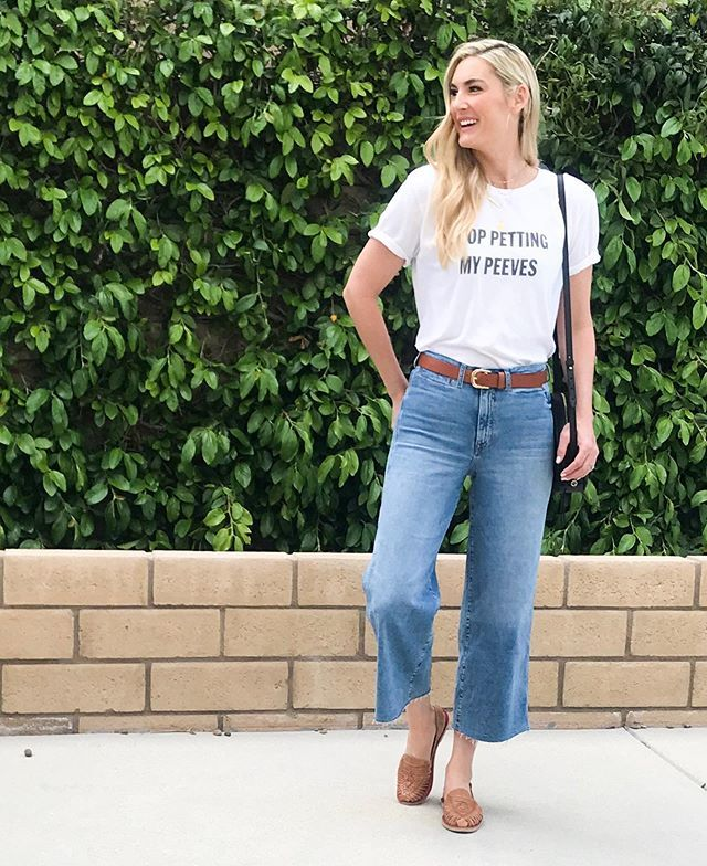 STOP PETTING MY PEEVES! 😁 Wearing this shirt on repeat ALL #summer! 🙋🏼♀️ Not pictured: all three of my kids in a dog pile fighting over ONE toy in a house full of SO many! 🤦🏼♀️ #ilovesummer #ministylehacker #momfashion #summerstyle https://t.co/wJy41cikG4 https://t.co/aiQJrsUFlF