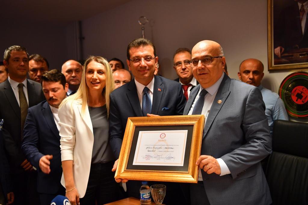 Hak yerini buldu, 16 milyon İstanbullu adına mazbatamızı aldık. #YeniBirBaşlangıç