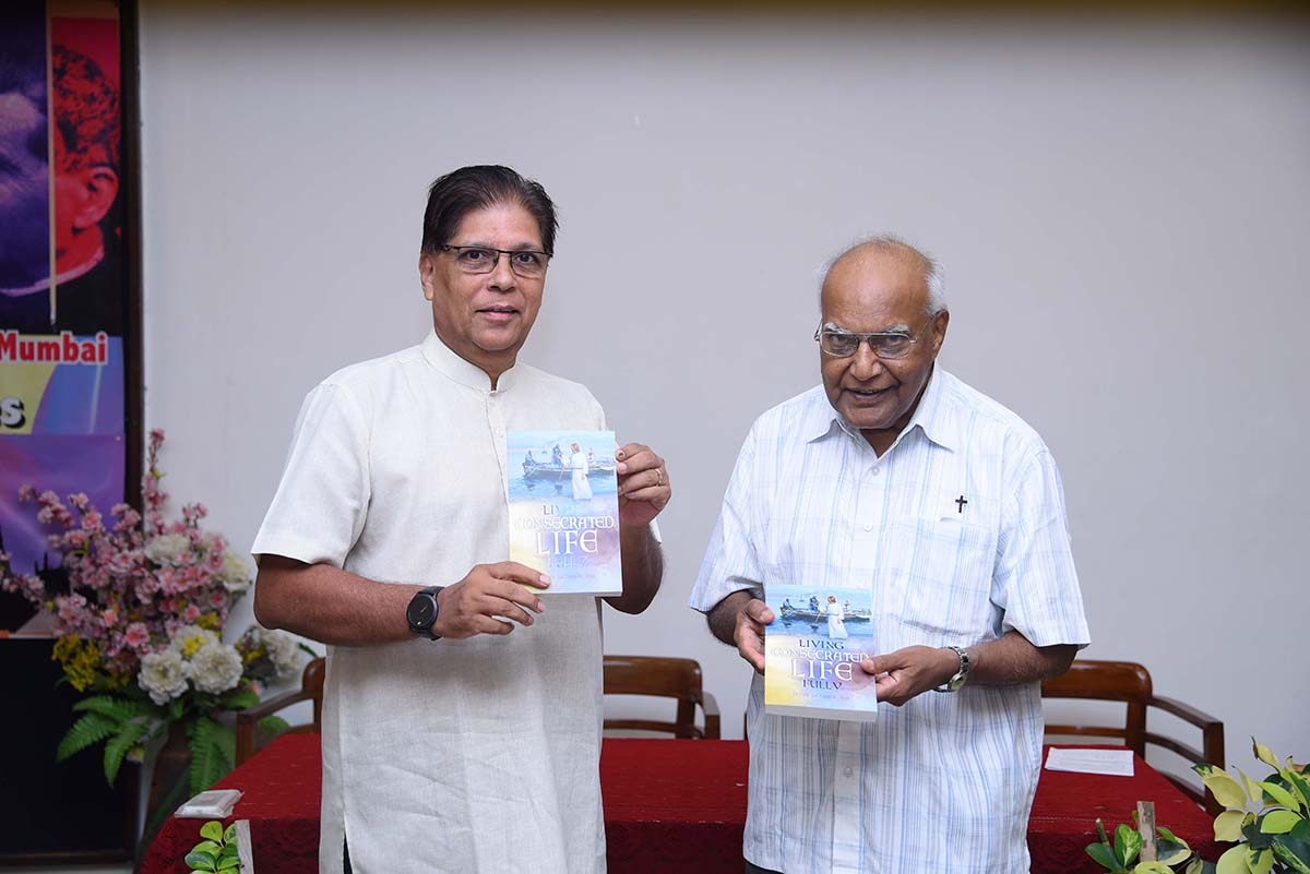 India - Mumbai Provincial presents two books https://t.co/3tN0ELV0KM https://t.co/gFySnRvpeL