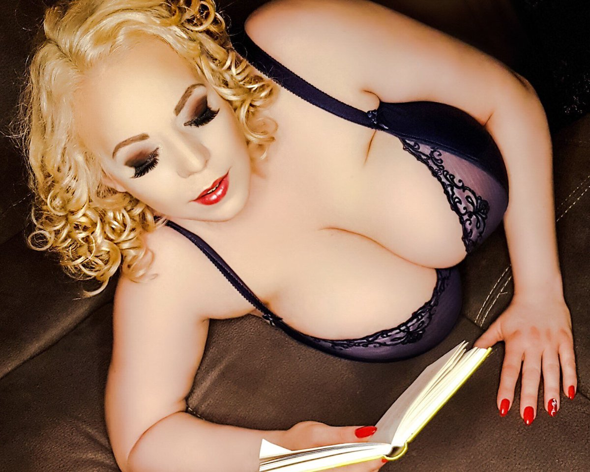 Thick women big tits