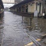 台風の影響で習志野駅が浸水!?そんな中果敢に突っ込む新京成線!