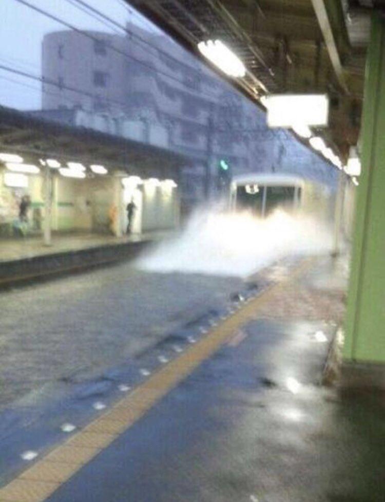 台風の影響で習志野駅が浸水!?そんな中果敢に突っ込む新京成線www