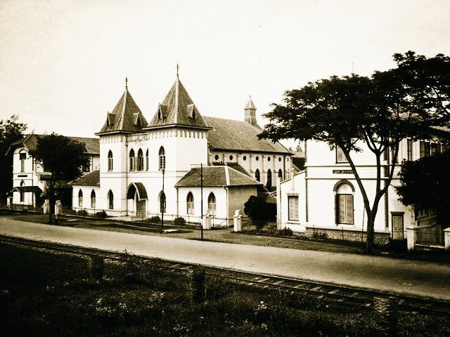 Dek Bianca On Twitter Arsitektur Kolonial Belanda Di Indonesia Foto Pinterest