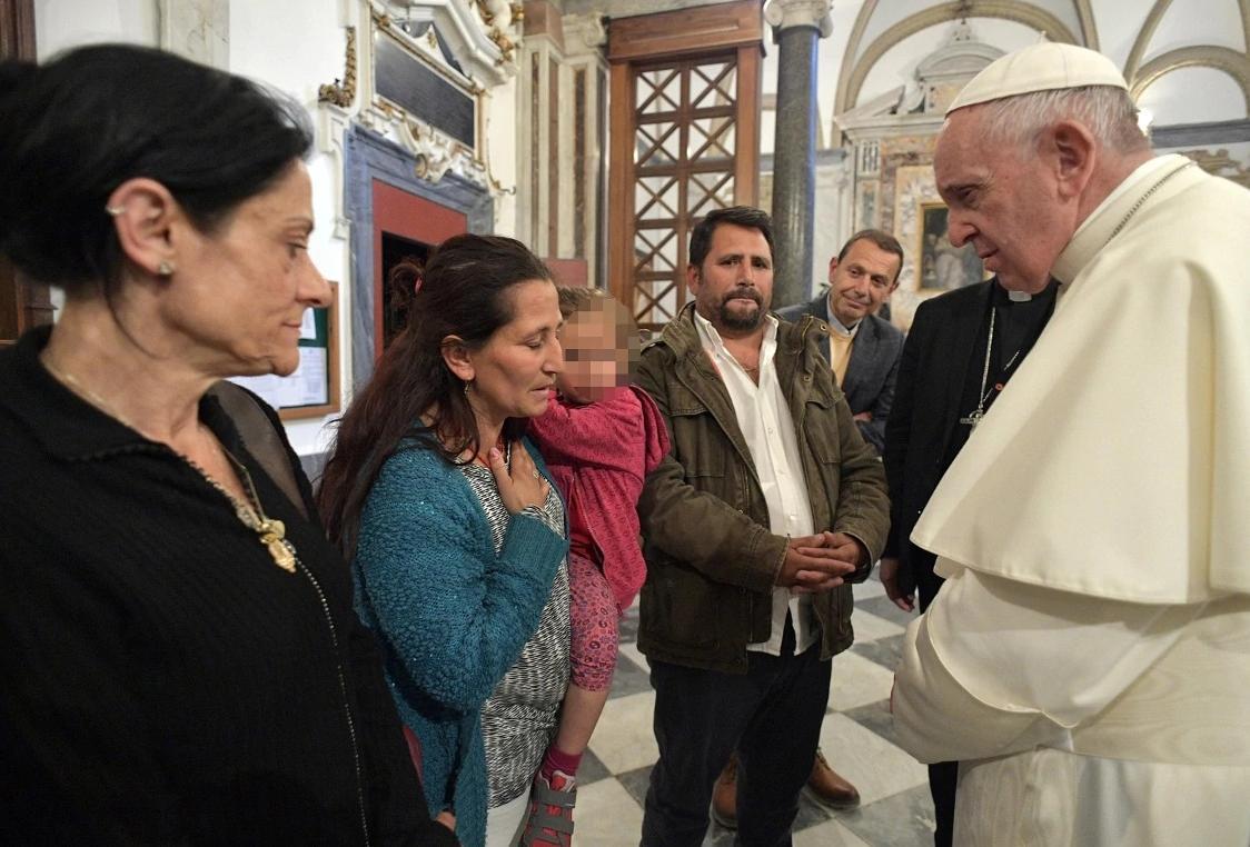 Quindi la #papamobile ora a chi è #intestata? 😅  #Rom #CasalBruciato #Roma