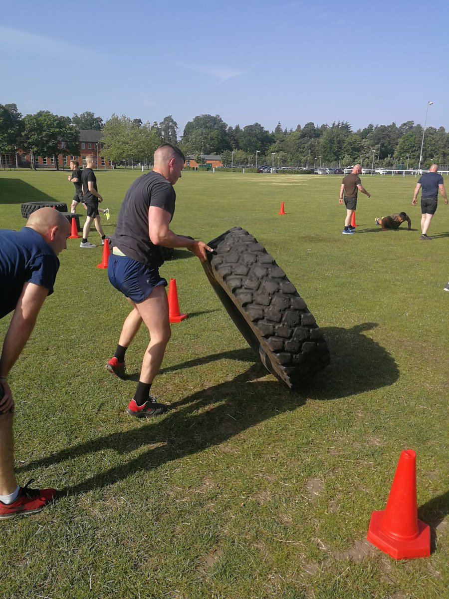 Field Sergeants Course 19/001 hitting some PES movements in a team based Warrior Fitness session. Getting ready for HARD RUN against RETCC next week - SI FSC #Fitness_Sapper #Proud_Sappers #commandantRSME #3RSME