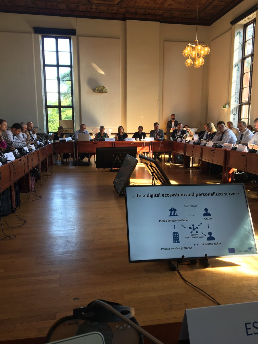 Long agenda, full room, warm weather: discussion in #SMEEnvoys are starting! @CoopsEurope is on board! #cooppic.twitter.com/WydZSnVrUB