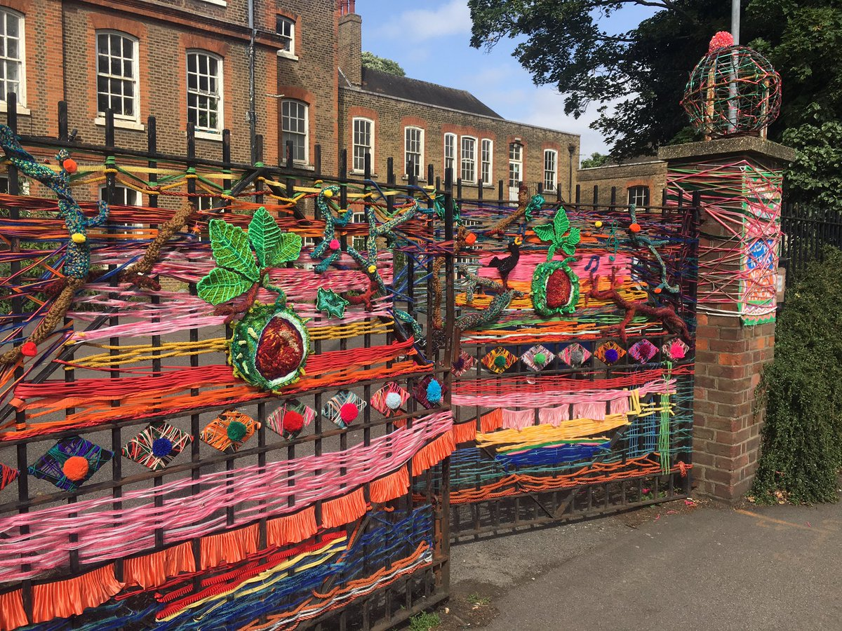 This gate is more and more glorious with each passing day #e17arttrail #Walthamstow #loveyourcity