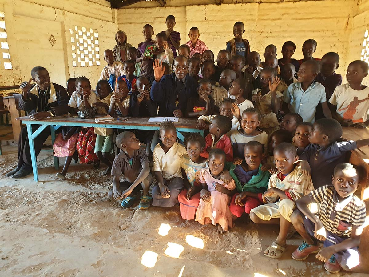 "D.R. Congo - Fr Albert Kabuge visits ""St Teresa of Child Jesus"" mission https://t.co/o8MFzJsHw4 https://t.co/WSSHqKOG0h"