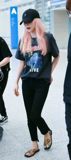 [PHOTO] 190628 Taeyeon @ Incheon Airport D-K2Je9UwAAXVp1?format=jpg&name=small