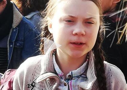 """EN DIRECT - Canicule : Greta Thunberg réagit aux 45,9°C en France, """"ce n'est que le début"""" https://www.lci.fr/meteo/en-direct-meteo-france-previsions-canicule-greta-thunberg-reagit-aux-45-9-c-en-france-ce-n-est-que-le-debut-2124930.html…"""