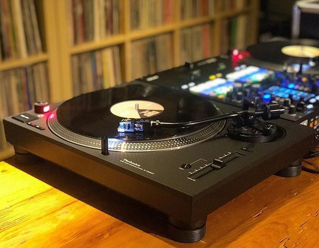 When the mk7s finally come in!!! @skratchbastid fresh new @technics_global #1200s looking sexy as always #skratchbastid #technics #1200mk7 #turntable #rane #seventytwo #djpic #djequipment #mmp #mymp3pool #tgif #repost