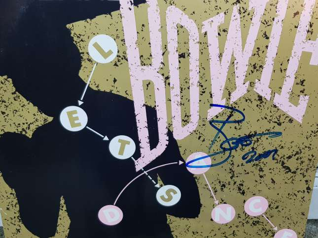 1980's Music Lovers Rejoice!  David Bowie Hand Signed 12inch Vinyl Record with Certificate of Authenticity up for grabs!  #STRAKS $STAK #altcoin https://t.co/gxpviTCMAy