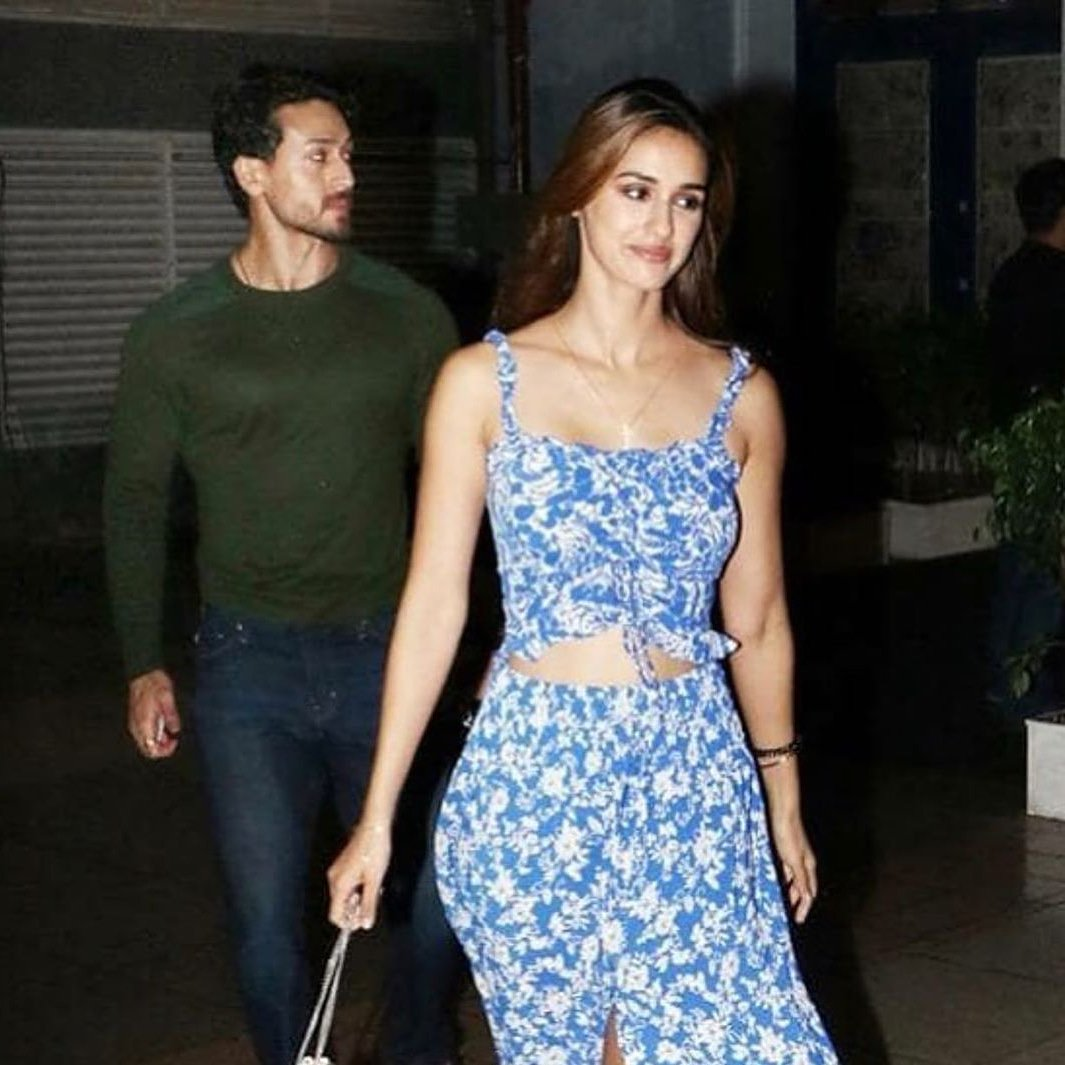 Repost from @filmfare   @tigerjackieshroff and @dishapatani snapped post a dinner date last night.  #tigershroff #DishaPatani #dishapatanifc #dishapatanihot #tigershrofffans #tigeranddisha #bollywoodhotbeauty #bollywoodpair #bollwoodcelebs #bollywoodsexy #BollywoodStarspic.twitter.com/on3ihAjv8I