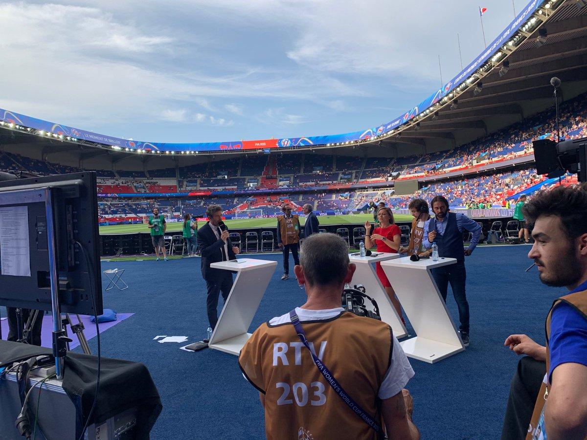 Dans quelques minutes long avant-match france usa sur @canalplus @CanalFootClub avec @laureboulleau @ReynaldPedros @JessicaHouara @aline_riera