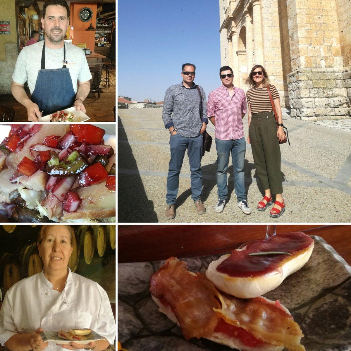 El jurado del VI Concurso de Pinchos compuesto por @Apehva y @centrvalladolid arrancó en Cigales visitando #BarZocha y #BarLasBarricas @TurismoCigales @DOCigales @CyLesVida @rutasvinoespana #HaciendoCigales