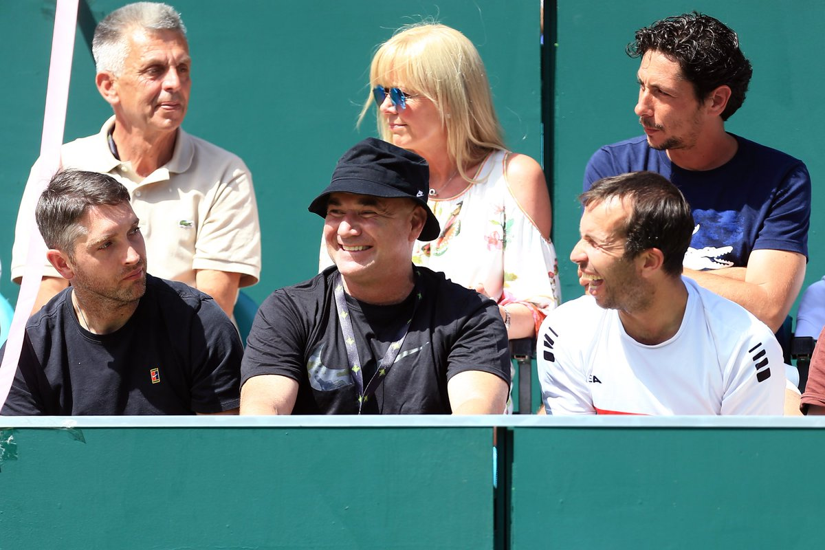 Well yesterday was A LOT of fun, even @AndreAgassi & Radek Stepanek agree! Looking forward to more of the same today on the final day at #theboodles