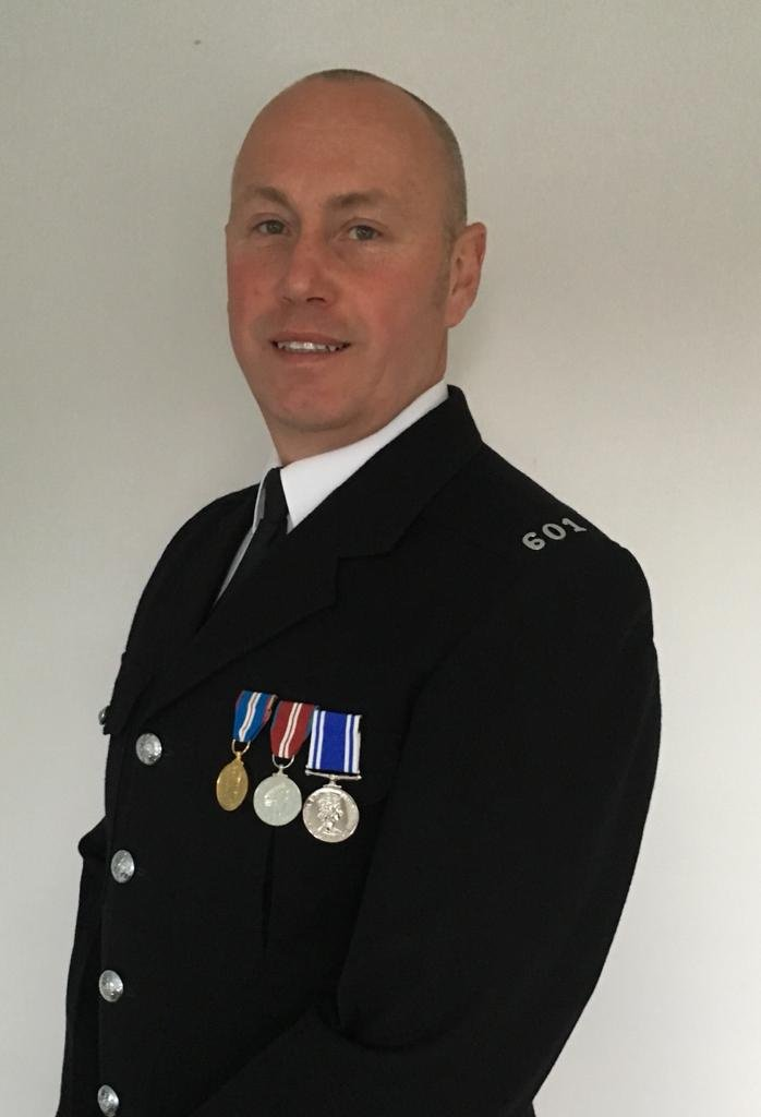 An officer from Humberside Police who was shot chasing an attempted murder suspect has been nominated for The National Police Bravery Awards. http://socsi.in/tQBWw Congratulations to PC Ian Sweeney #PoliceBravery