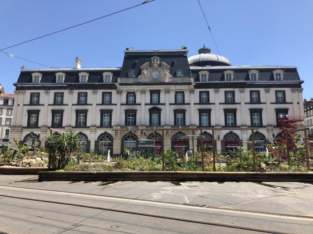 C'est donc ici, sur la façade de l'Opéra de Clermont que seront dévoilés les nouveaux maillots du club auvergnat.