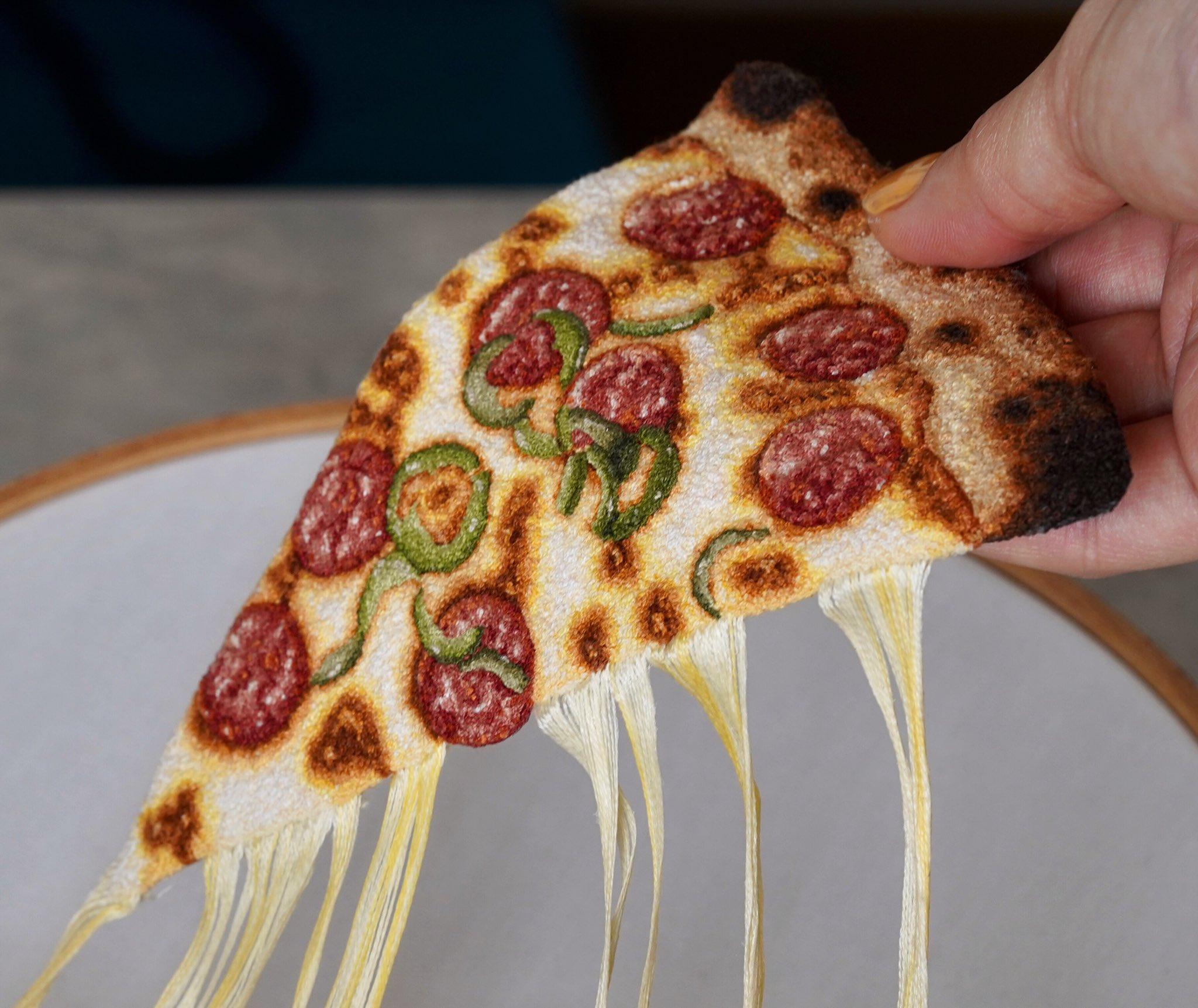 本物よりもそれっぽい?糸で作ったピザとチーズのクオリティが高すぎるww