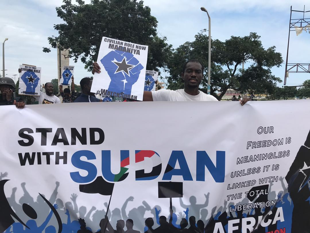 #Update; ongoing peaceful protest in #Solidarity with the people of #Sudan in Accra, Ghana. Activists are calling on the military junta to hand over leadership to a civilian authority. This is #africans4sudan!!  #SudanUprising  #SudanProtests  #SudanMassacres  #AfricansRising<br>http://pic.twitter.com/8jcdPRhXPM