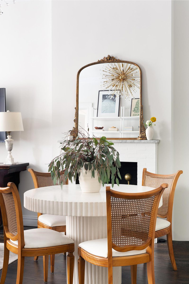 A New York city apartment rarely feels airy, particularly one that only clocks in at 650-square feet. But that's the kind of magic we love to make.  Step Inside A Tiny NYC Apartment That Maxes Out on Style:  https://t.co/XVk63nb8hU https://t.co/bs1p5B88bL