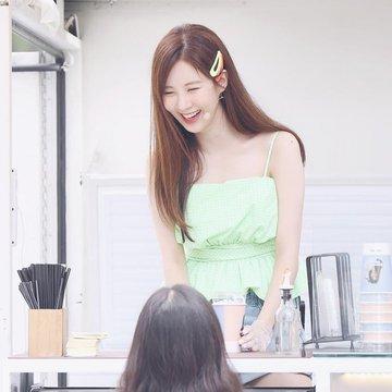 Tổng hợp bài đăng của Seohyun trên Instagram D-R2YnAXoAAAKim?format=jpg&name=360x360