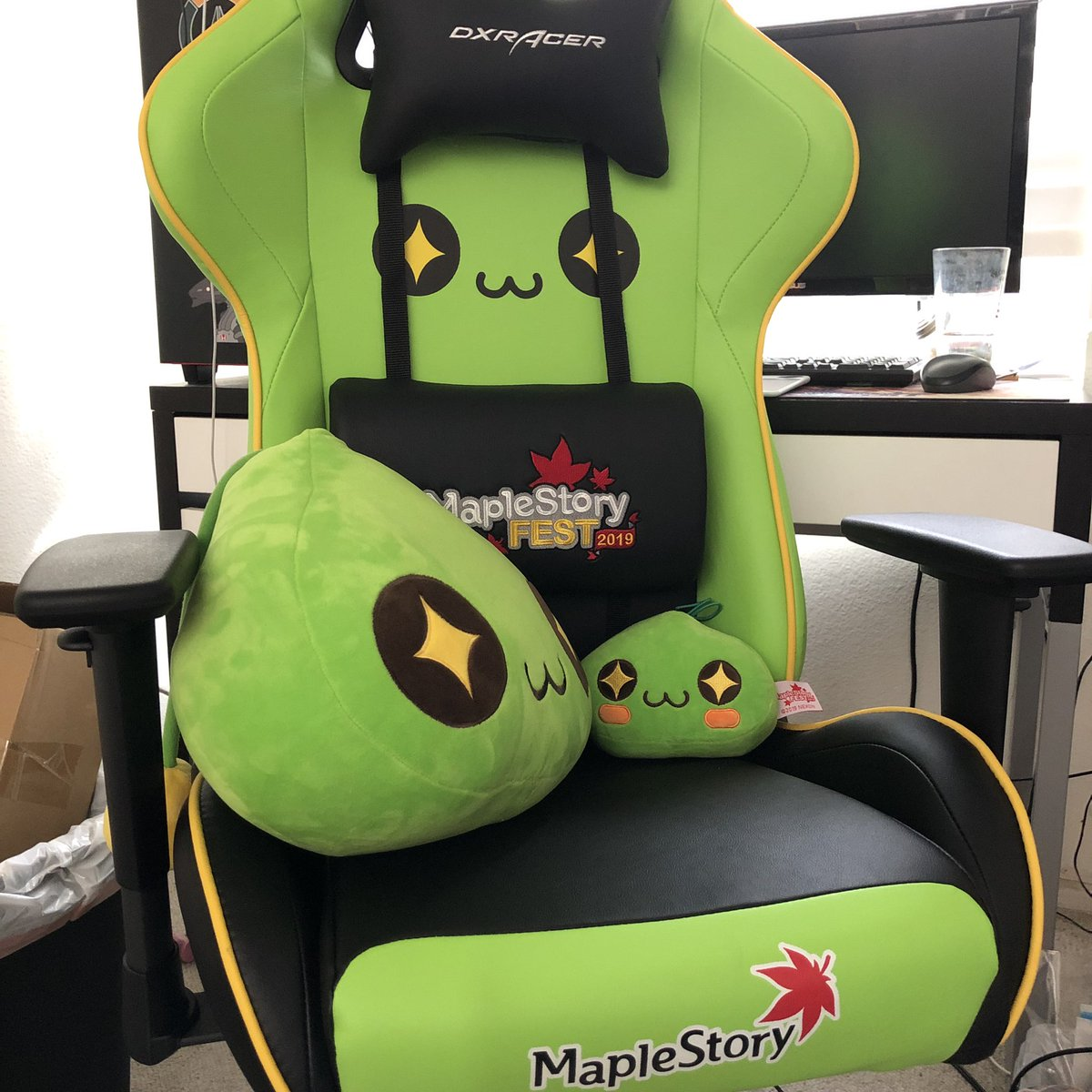 Thank you again to @PlayMaple2, @MapleStory, @DXRacer for