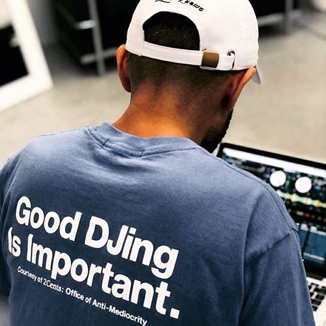 @crazearoni knows best 👌🏻 #weare2cents #djcraze #crazearoni #fourcolorzack #gooddjingisimportant #djclothes #djculture #djpic #mmp #mymp3pool #repost @serato