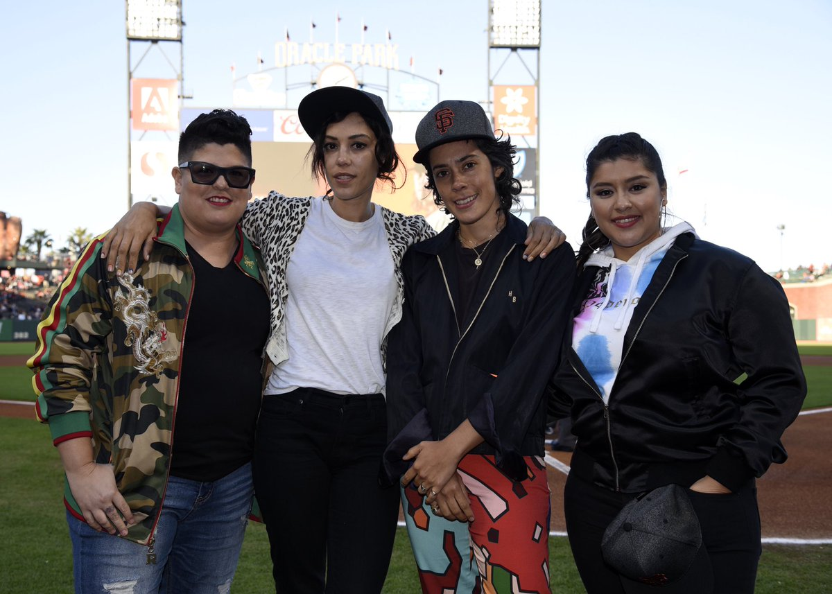Thanks to the @SFGiants for hosting the #VidaSTARZ fam at Friday's game! 🏈
