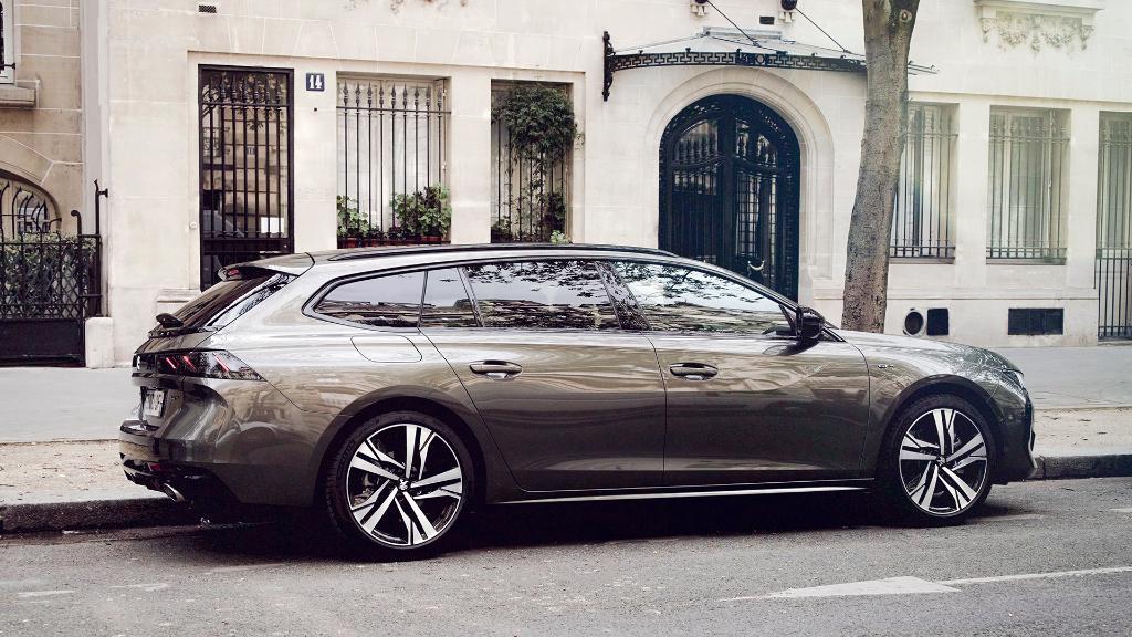 Ne regardez pas en arrière, le futur est prometteur. #Peugeot508SW