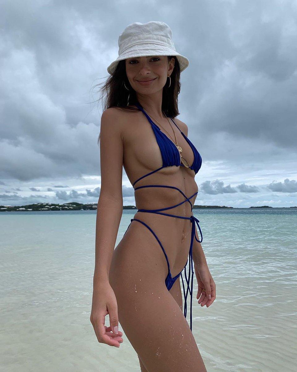 Эмили Ратаковски на Бермудах