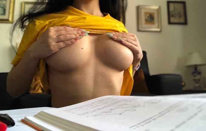 1 pic. study session? https://t.co/BxO0y1ATxO