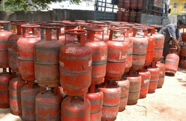 Non-subsidised LPG cylinders to be cheaper by Rs 100 from Monday