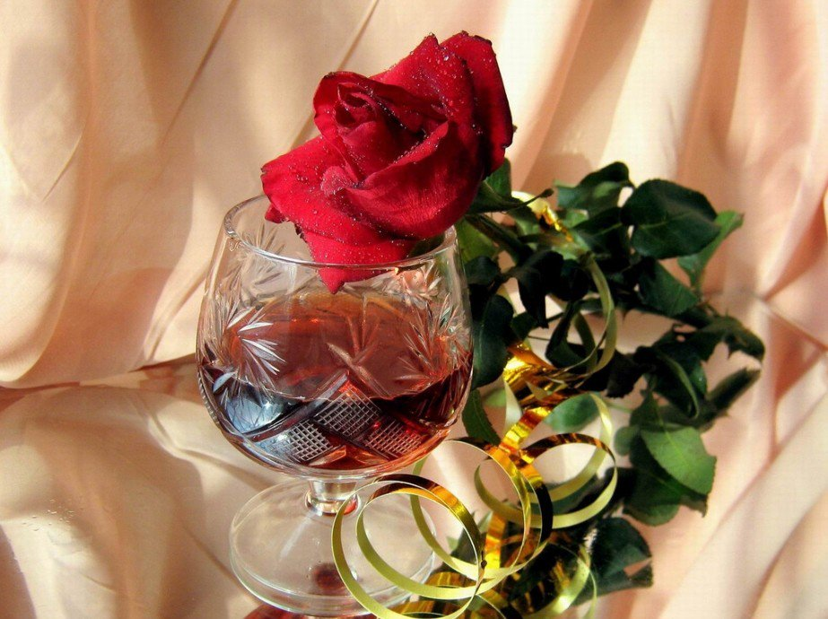 знают картинки с бокалами и розами касается как