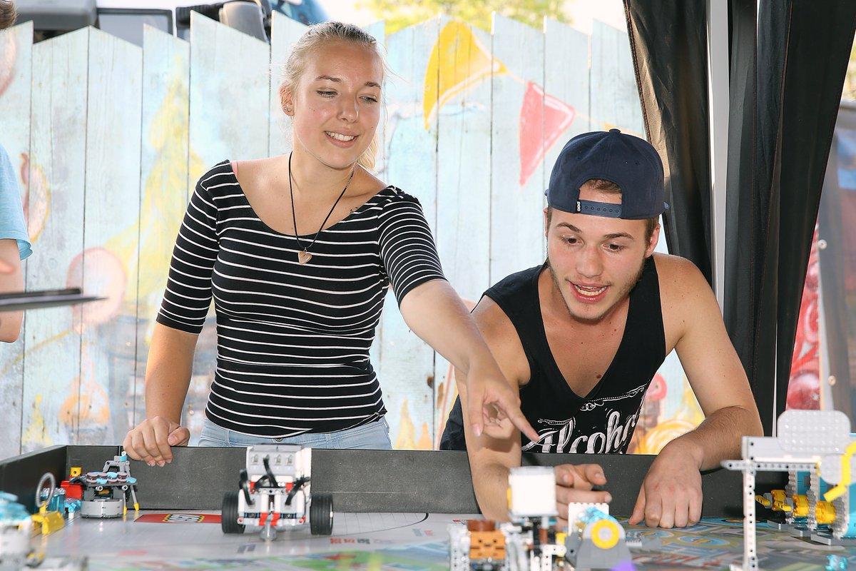 test Twitter Media - Die #RegionA3 entwickelt sich vom Wirtschafts- zum Zukunftsraum. Darum geht es auch auf unserem Sommerfest am 11.7. im martini-Park, mit @gerlach_judith, Richard David Precht und den Fachkräften von morgen mit ihrem Roboter Azubi Battle RAB 4.0. https://t.co/kjDfK5OM4m #jubilA3um https://t.co/yLoUeBHpKr